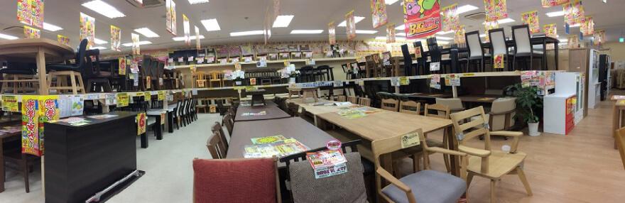 食卓売場(円卓・収納付き・引出し付き食卓も展示しております)