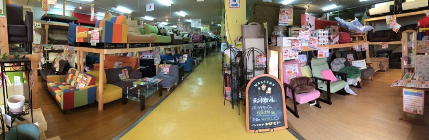 ソファ売場(ソファーベッドを含め、約250セットを展示しています)