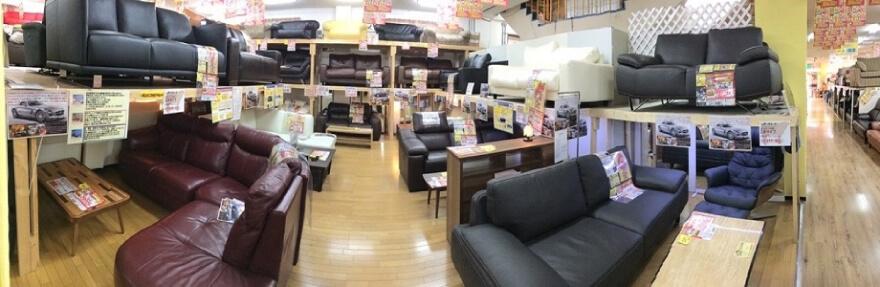 ソファ売場(電動から総革まで多数展示しています)