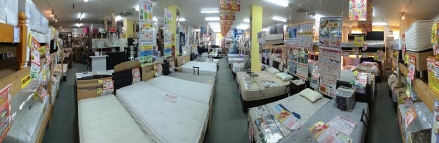 ベッド売場(約120本を展示しています)