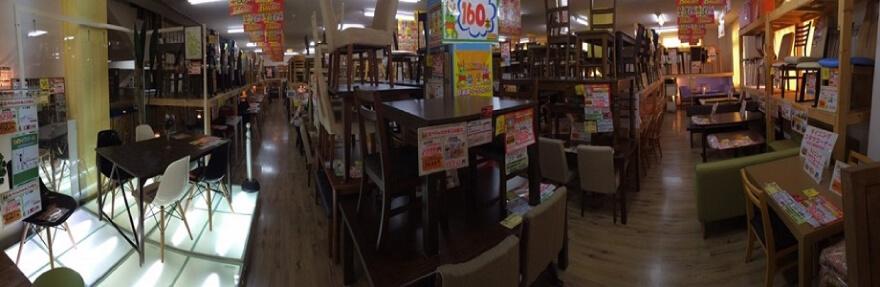 食卓セット売場(約240セットを展示しています)