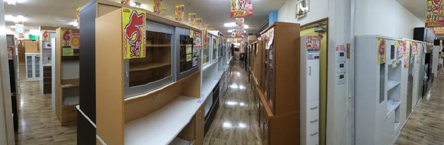 食器棚・キッチンカウンター売場(約160本を展示しています)